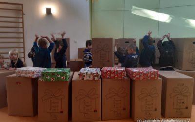 Päckchen für den Weihnachtskonvoi sind gepackt
