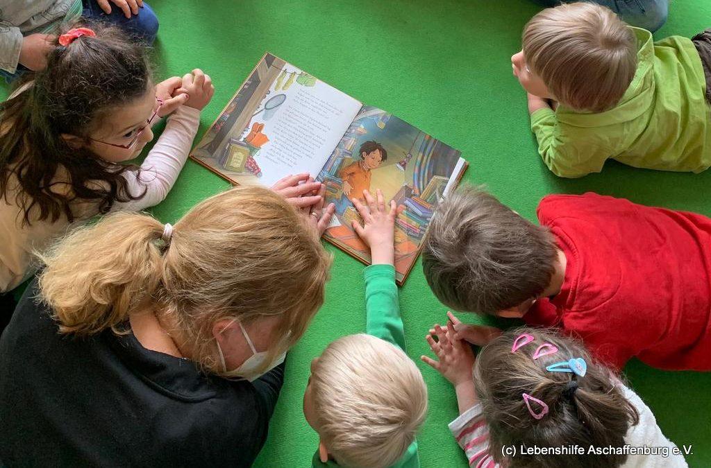 Welttag des Buches – die Kunterbunt Kinder beschäftigen sich mit Büchern